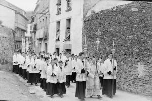 Seminaristas en procesión, camino del Santuario de los Remedios
