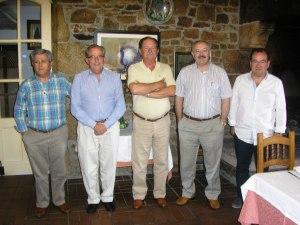 De izquierda a derecha: Ramón Barro, Francisco Cal Pardo, Germán Castro Tomé, Ramón Villares Paz y Antonio López Díaz, el día de la constitución de la Comisión, en Cervo (Lugo), el 7 de agosto de 2014.  Falta Bieito Rubido.