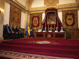 Acto de presentación del libro. El Prof López Díaz, segundo por la izquierda en la mesa presidencial.